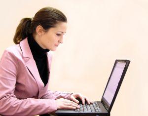 Femme à l'ordinateur - copie